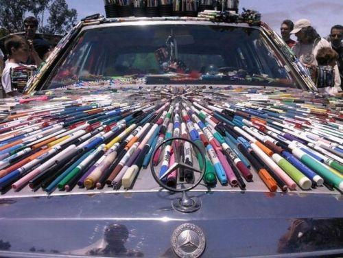 Mercedes-Benz обклееный ручками и фломастерами