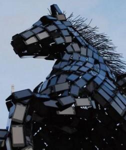 Статуя Пегаса сделанная из смартфонов