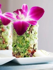 Салат из авокадо.