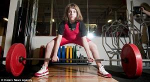 10-летняя девочка подняла вес в 2 раза больше своего