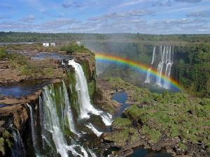 Водопад Игуасу на границе 2 стран