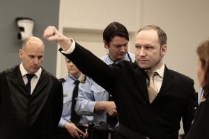 Андерс Брейвик Беринг кидает зигу