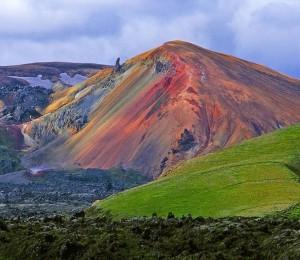 Красивые красочные горы в Исландии