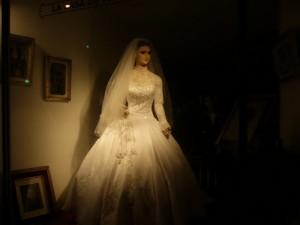 Манекен или Труп Невесты в витрине свадебного салона в Мексике