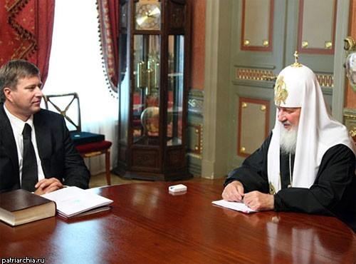 Патриарха Кирилла наградили «Серебряной калошей»