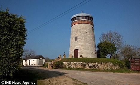 Дом сделанный из ветряной мельницы