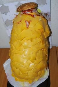Cотня ломтиков сыра в гамбургере