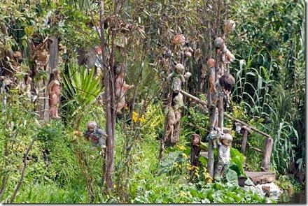 Необычный остров призрачных кукол