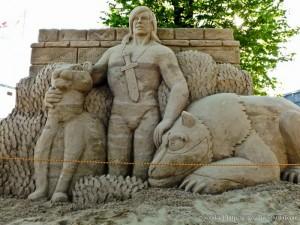 """Фестиваль песчаных скульптур 2012: """"Мульт-остров"""""""