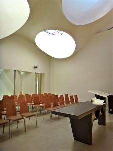 Церковь выполненная в футуристическом стиле