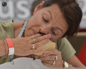 Необычный чемпионат мира по нюханию табака