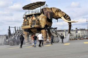 Фотографии с фестиваля сюрреалистичного искусства во Франции
