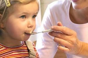 Мед и увлажнитель воздуха лучше средств от кашля – заявили израильские врачи