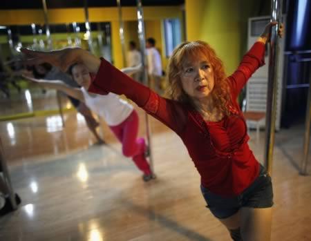 Существует в мире и самая старая танцовщица с шестом