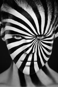 Красивый черно-белый фейс-арт
