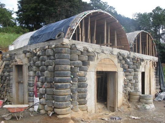Дом можно построить из шин