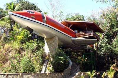 дома, которые построены из самолетов