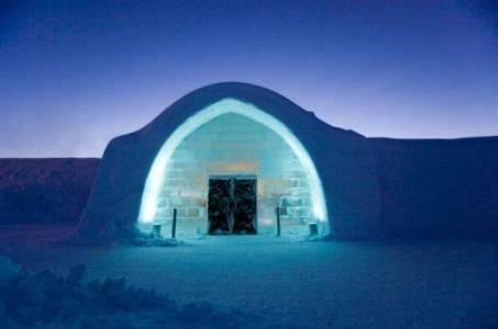 отель изо льда в шведской деревне Юккасъярви