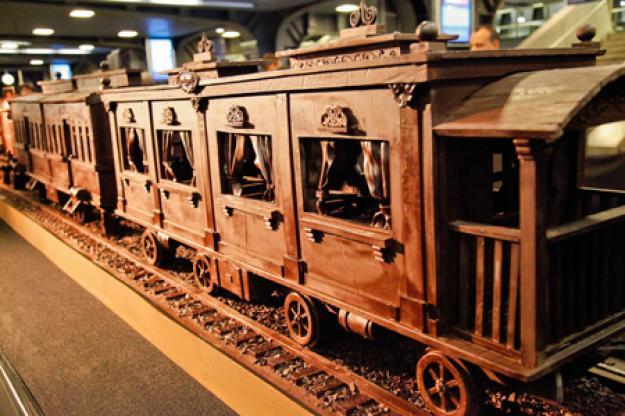 Самый длинный поезд из шоколада