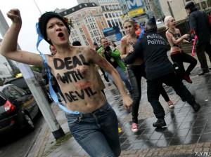 18+ Активистки FEMEN послали Путина в ад на саммите Россия-Евросоюз