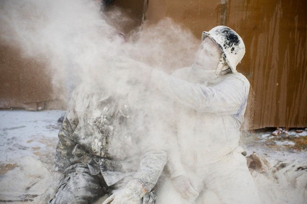 Фестиваль «Эльс-Энфаринатс» Военный переворот и бой продуктами