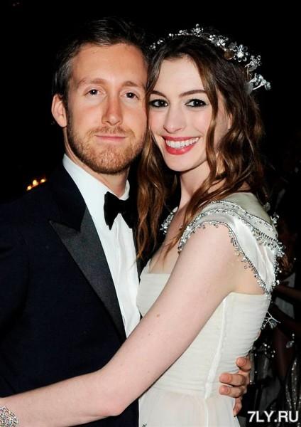 ювелир-дизайнер Адам Шульман (Adam Shulman) взял в жены актрису Энн Хэтэуэй (Anne Hathaway)