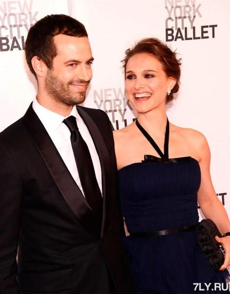 После объявления о помолвке и беременности в 2010-м году, Натали Портман (Natalie Portman) и танцор-хореограф Бенджамин Мельпье (Benjamin Millepied)