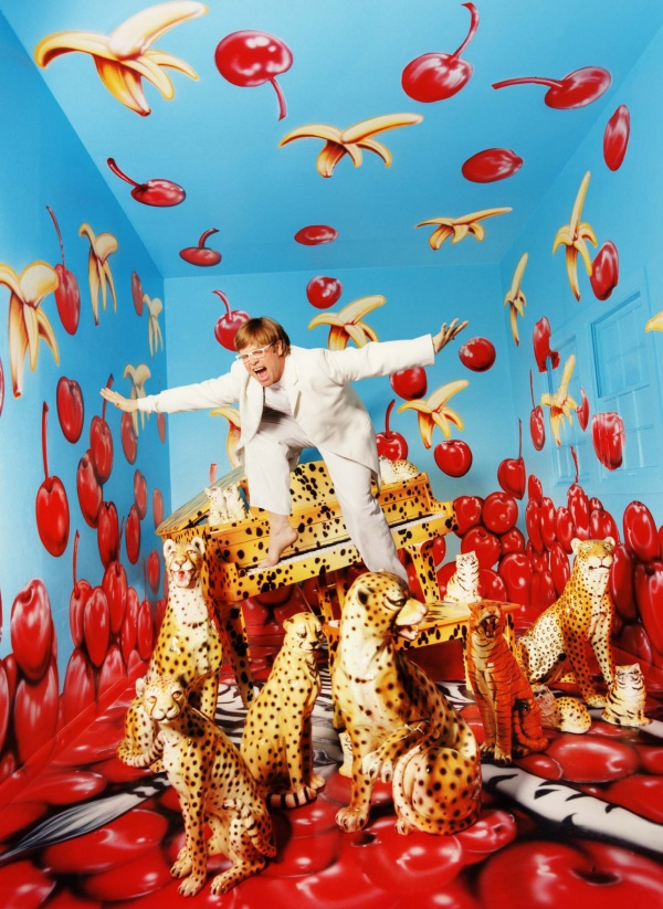 6054655-R3L8T8D-600-lachapelle-david-elton-john-never-enough-1997-color-photographie-ed-3-1524-x-127-cm-galeri1