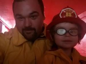 Отец и сын. Комната маленького пожарника