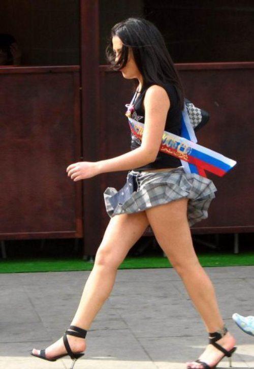girls-wind-blown-skirts-24