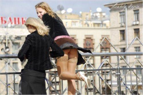 girls-wind-blown-skirts-31