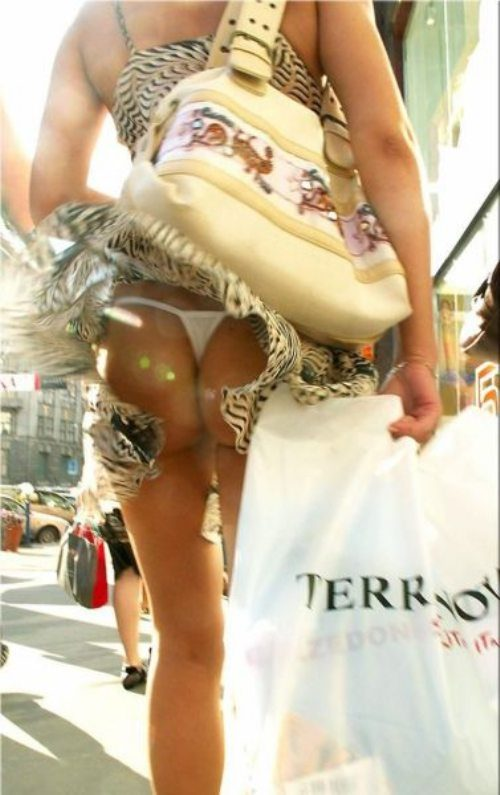 girls-wind-blown-skirts-41