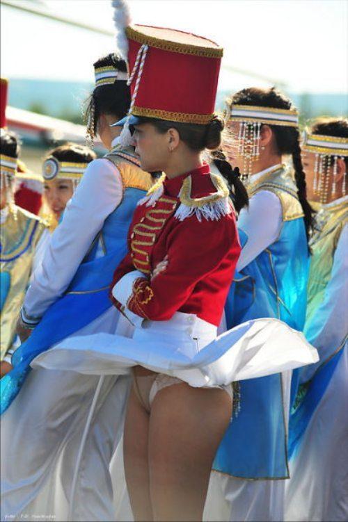 girls-wind-blown-skirts-49