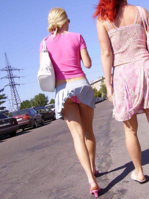 girls-wind-blown-skirts-9