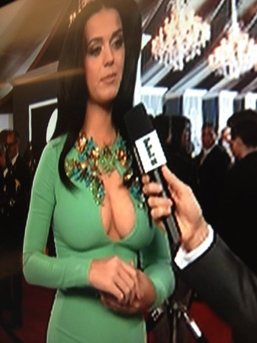 katy-perry-cleavage-grammys