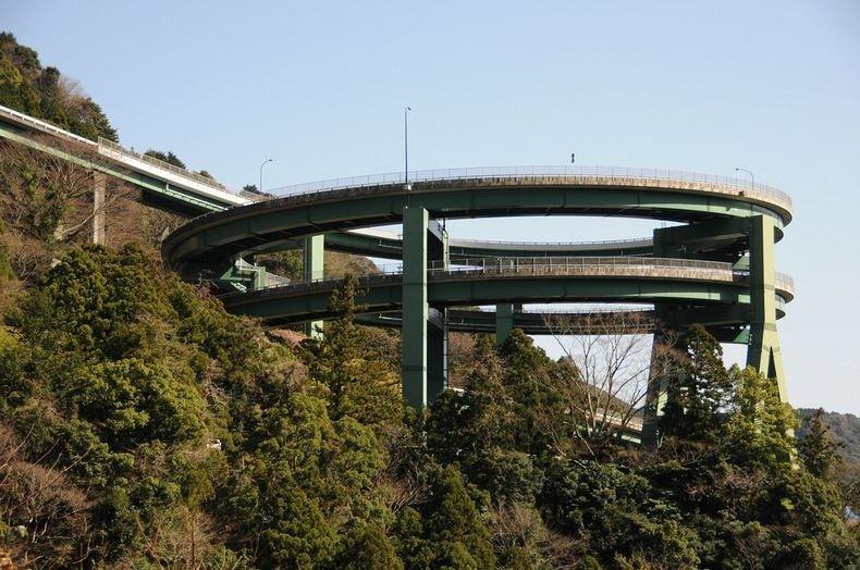 спиральный мост Кавадзу-Нанадару в Японии