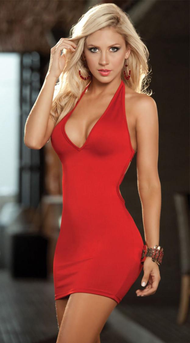 Красивая блондинка в красном платье 19
