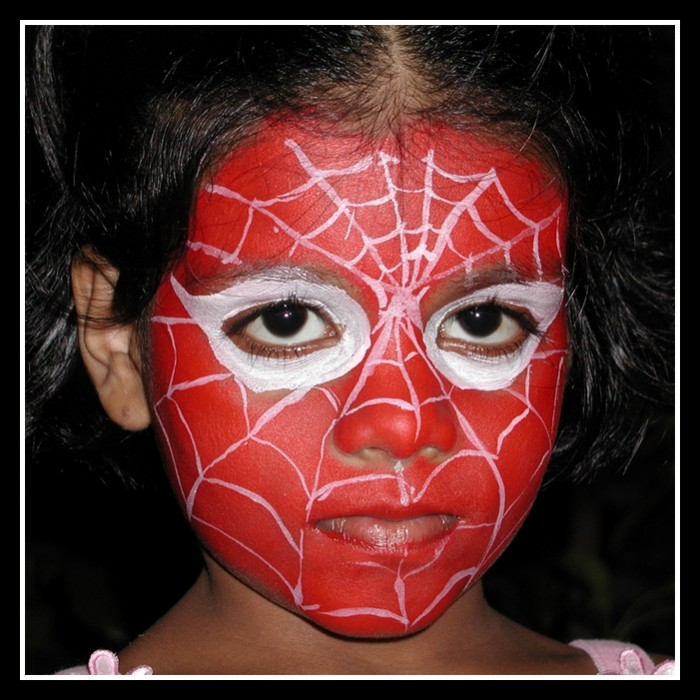 spiderman-face-painting-700x700