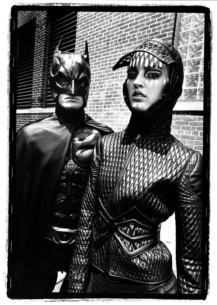 Ali-Stephens-and-Batman-New-York-City-Juni-2009-French-Revue-de-Modes-Fall-2009-X-Rated-collection-Women-pret-a-porter-fallwinter