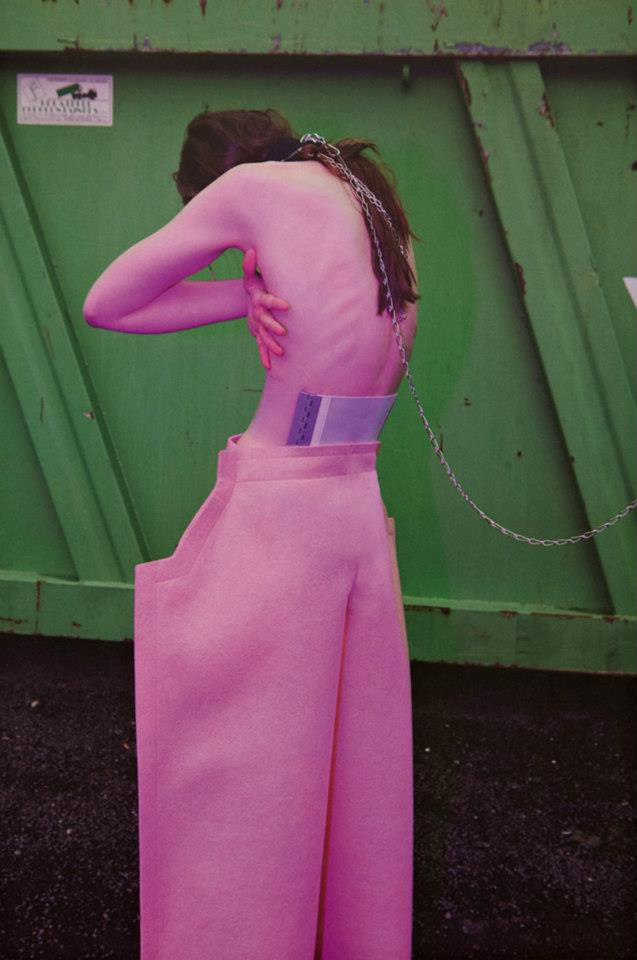 in-and-out-of-fashion-viviane-sassen-06