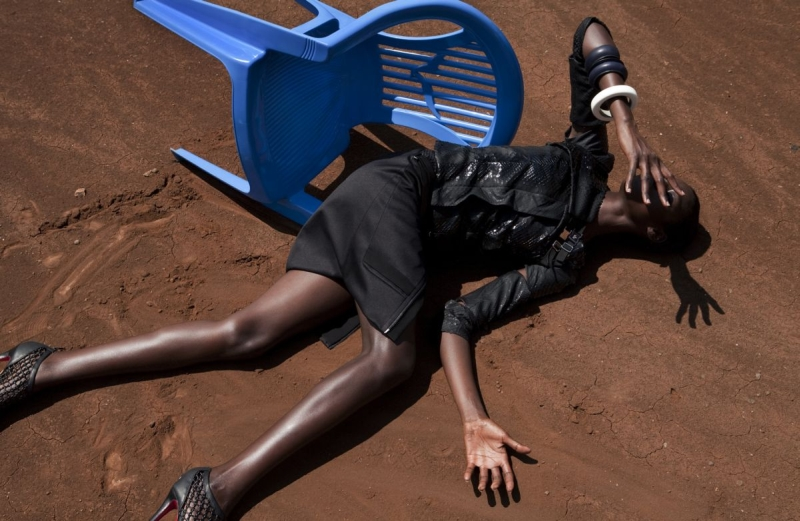 in-and-out-of-fashion-viviane-sassen-09