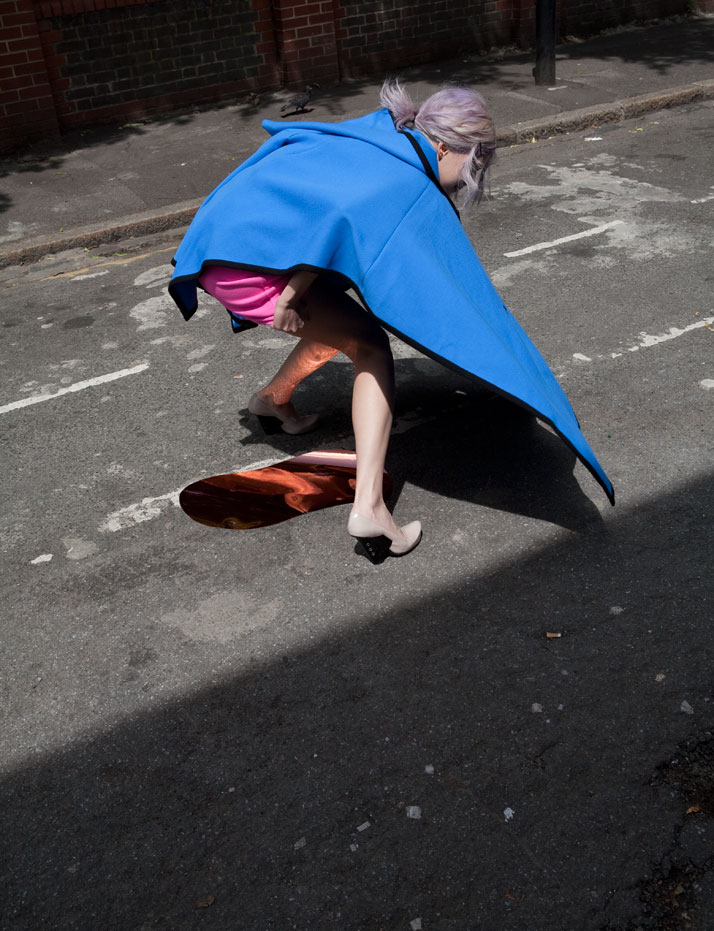 in-and-out-of-fashion-viviane-sassen-10
