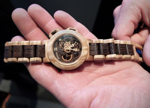 Наручные часы из необычного материала