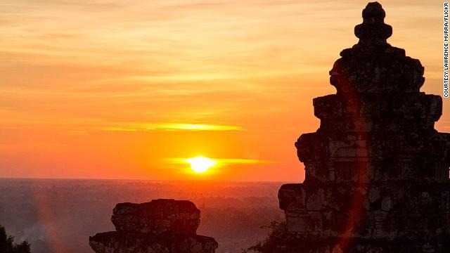 130807123016-11-sunsets-phnom-bakheng-horizontal-gallery
