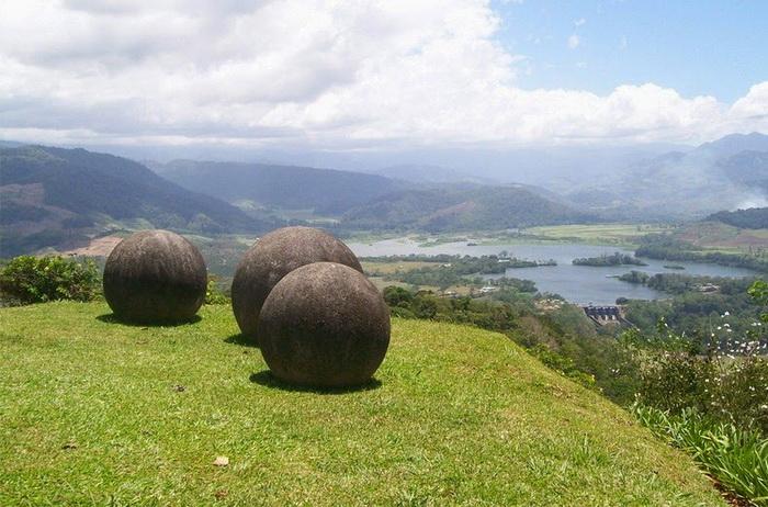 costa-rica-stone-spheres-2