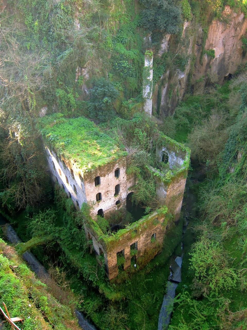 These 42 Creepy Abandoned Places Will Haunt You  BoredomBash