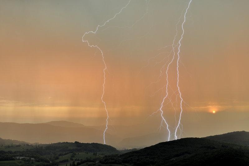 Coups de foudre lors d'un orage vesp?ral en Savoie