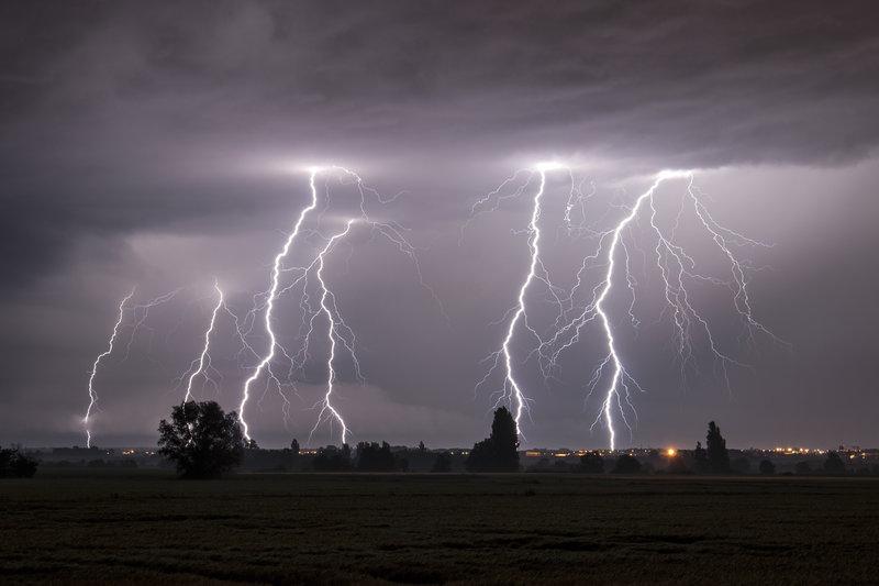 lightning-storm-photo-bourgnone-france-christophe-suarez