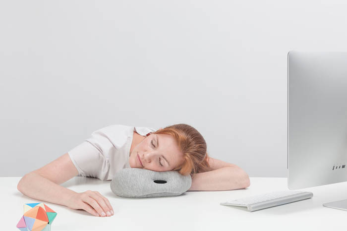 ostrich-pillow-mini-napping-3