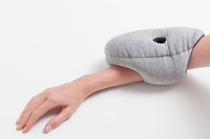 ostrich-pillow-mini-napping-4